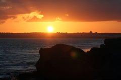 Puesta del sol sobre el albufeira de la ciudad Imagen de archivo libre de regalías