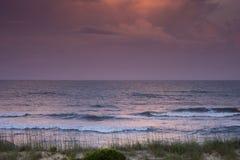 Puesta del sol sobre el Atlántico Foto de archivo libre de regalías