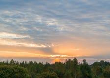 Puesta del sol sobre el bosque Foto de archivo