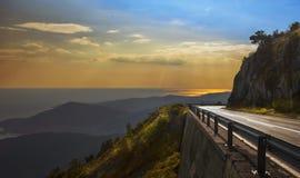 Puesta del sol sobre el Budva Riviera montenegro Imagen de archivo libre de regalías