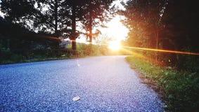 Puesta del sol sobre el camino Imagen de archivo libre de regalías