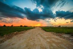 Puesta del sol sobre el camino Fotos de archivo