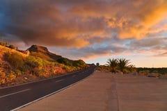 Puesta del sol sobre el camino de la puesta del sol Imágenes de archivo libres de regalías