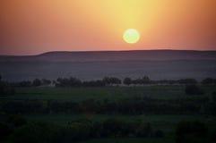 Puesta del sol sobre el desierto Fotos de archivo