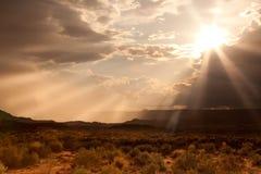 Puesta del sol sobre el desierto de Arizona foto de archivo