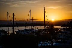 Puesta del sol sobre el Embarcadero en San Diego, California Imagen de archivo libre de regalías