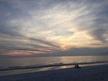 Puesta del sol sobre el golfo de México Imagen de archivo libre de regalías