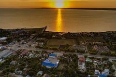 Puesta del sol sobre el golfo de Taman Rusia Fotografía de archivo libre de regalías