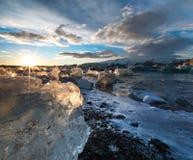 Puesta del sol sobre el hielo Fotos de archivo libres de regalías