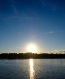 puesta del sol sobre el horizonte Imágenes de archivo libres de regalías