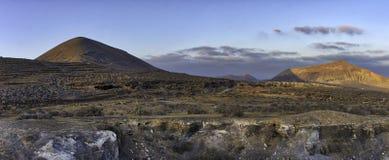 Puesta del sol sobre el ime del ¼ de El Barranco de Tenegà - Guatiza, Lanzarote, islas Canarias Fotografía de archivo