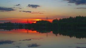 Puesta del sol sobre el lago almacen de video