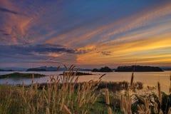 Puesta del sol sobre el lago Foto de archivo