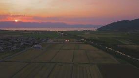 Puesta del sol sobre el lago Biwa, Omihachiman metrajes