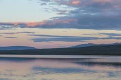 Puesta del sol sobre el lago crag cerca de Cracross foto de archivo libre de regalías