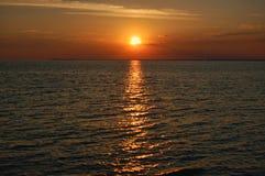 Puesta del sol sobre el lago Erie Fotografía de archivo libre de regalías