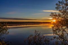 Puesta del sol sobre el lago Komsomol Fotos de archivo