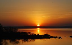 Puesta del sol sobre el lago Langano, Etiopía foto de archivo