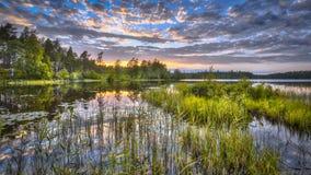 Puesta del sol sobre el lago Nordvattnet en Hokensas Imágenes de archivo libres de regalías