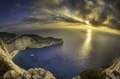 Puesta del sol sobre el mar foto de archivo libre de regalías