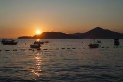 Puesta del sol sobre el mar adriático Fotos de archivo libres de regalías