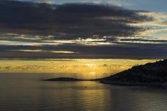 Puesta del sol sobre el mar adriático en Croacia Fotografía de archivo
