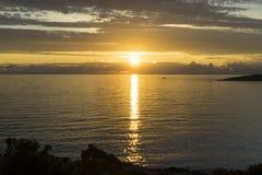 Puesta del sol sobre el mar adriático en Croacia Imagen de archivo