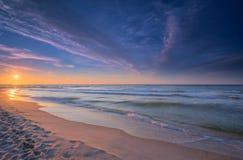 Puesta del sol sobre el mar Báltico foto de archivo libre de regalías
