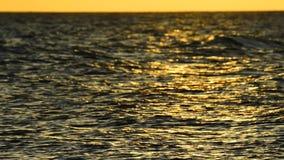 Puesta del sol sobre el mar Báltico almacen de video
