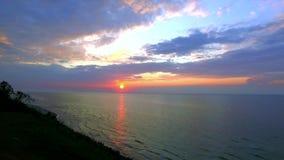 Puesta del sol sobre el mar Báltico en verano almacen de video