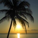 Puesta del sol sobre el mar del Caribe Fotos de archivo