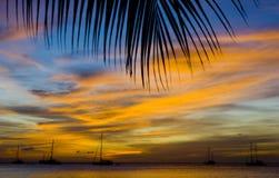 Puesta del sol sobre el mar del Caribe Foto de archivo libre de regalías