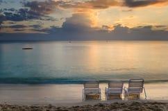 Puesta del sol sobre el mar del Caribe Imágenes de archivo libres de regalías