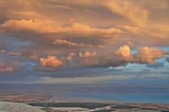 Puesta del sol sobre el mar muerto Fotografía de archivo libre de regalías