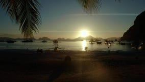 Puesta del sol sobre el mar y las islas Filipinas, Palawan metrajes