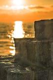 Puesta del sol sobre el océano Imagen de archivo libre de regalías