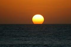 Puesta del sol sobre el océano Imágenes de archivo libres de regalías