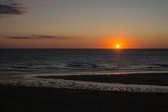 Puesta del sol sobre el océano Foto de archivo