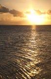 Puesta del sol sobre el océano de South Pacific Fotos de archivo libres de regalías