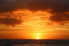 Puesta del sol sobre el océano Hawaii Fotos de archivo libres de regalías