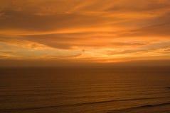 Puesta del sol sobre el Océano Pacífico Imágenes de archivo libres de regalías