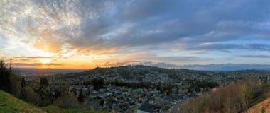 Puesta del sol sobre el panorama feliz de Oregon del valle Foto de archivo libre de regalías