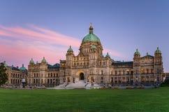 Puesta del sol sobre el parlamento de la Columbia Británica Imágenes de archivo libres de regalías