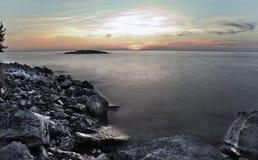 Puesta del sol sobre el porec croatia Fotos de archivo