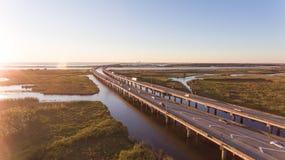 Puesta del sol sobre el puente de la bahía móvil y de la autopista 10 foto de archivo libre de regalías