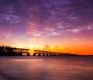 Puesta del sol sobre el puente en los claves de la Florida, st de Bahía Honda Foto de archivo libre de regalías