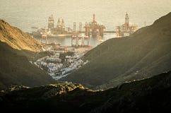 Puesta del sol sobre el puerto de Santa Cruz de Tenerife imagen de archivo libre de regalías