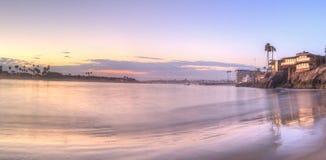 Puesta del sol sobre el puerto en Corona del Mar Fotografía de archivo