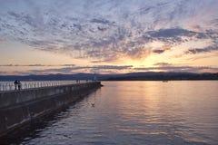 Puesta del sol sobre el punto de Ogden, Victoria, A.C., Canadá Fotos de archivo