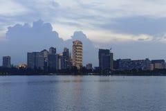 Puesta del sol sobre el río fotografía de archivo libre de regalías